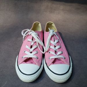 Girl's pink Converse Chuck Taylor's